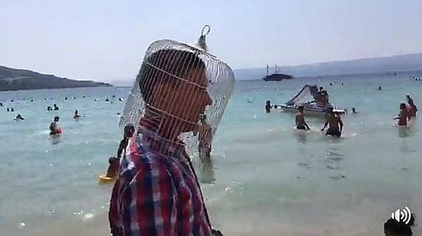 siniša labrović na omiškoj plaži