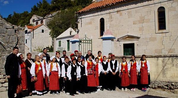 Klapa s  dokumentarnog filma Stipe Ercegovića  - 150 godina škole u Jesenicama