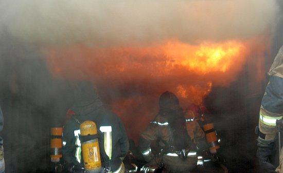 Dugoratski vatrogasci u simulatoru plamenih udara