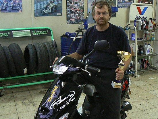 Biker Jojo s trofejima