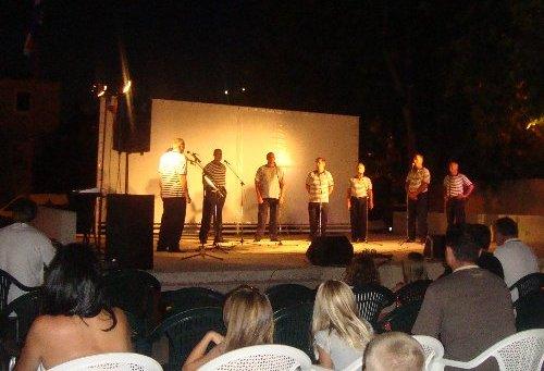 Večer klapa u Dugom Ratu