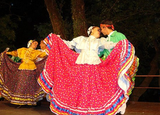 folkloraši iz Meksika u Radmnaovim Mlinicama