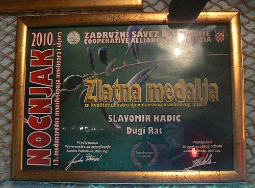Mladi dugoratski maslinar Slavomir Kadić i s zadnjeg Noćnjaka se vratio s priznanjima i medaljama