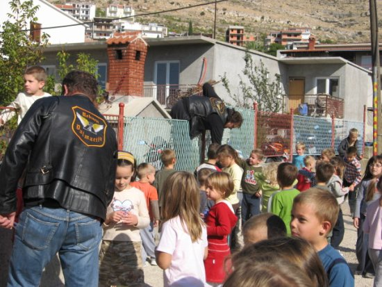 Biker iz MK Reborn Dalmacija Dugi Rat u posjetu mališanima iz dječjeg vrtića