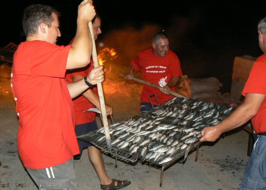 velika ribarska fešta u Dugom Ratu