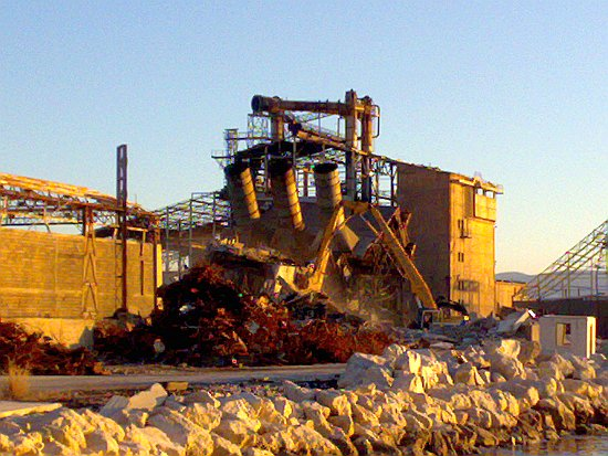 Rušenje Tvornice - Poklekla je još jedna tvornička peć