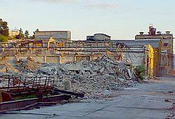 Počelo rušenje tvorniičkih zgrada