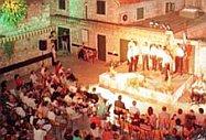Na Trgu sv. Mihovila u Omišu u 21 sat bit će završna večer muških klapa.