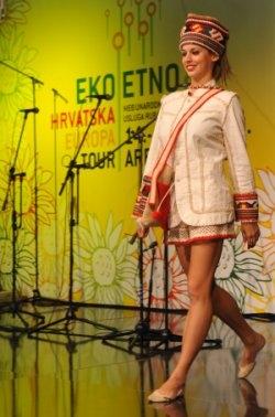 Modna revija etno odjeće na sajmu Eko-etno Hrvatska