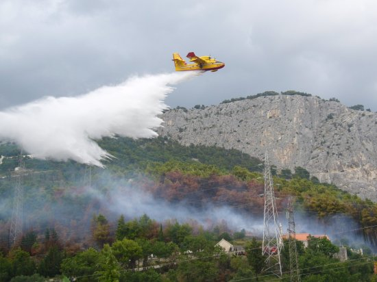 Kanader gasi požar kod Zakučca