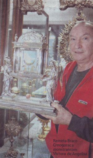 Braco Crnogorac s monstrancom Victora de Angelisa