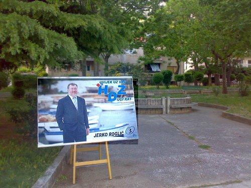 plakat u parku