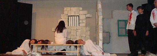 Podana djevojka - detalj iz predstave KUU Mosor iz Gata