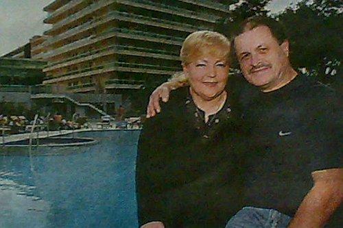 Ellena i Klaus Schrills ispred hotela Lav