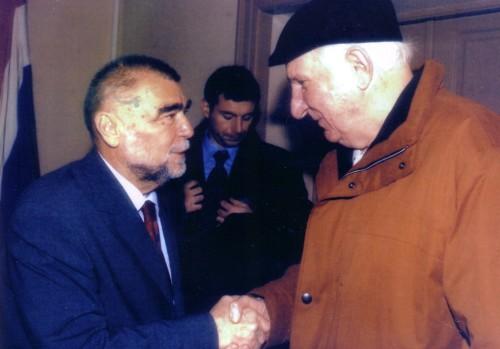 Predsjednik RH Stjepan Mesić čestita Vinku Šoljanu