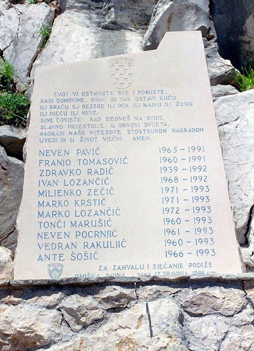 Počast za naše branitelje: Polaganje vijenaca kod spomenika u Mokošici