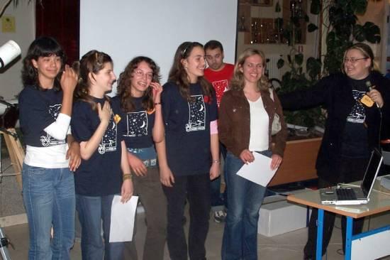 Učenici OŠ Jesenice s profesoricom Milom